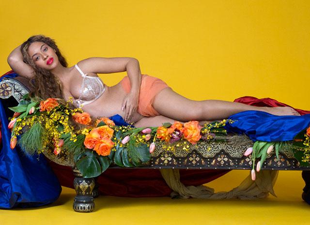 Вагітна найбагатша співачка Америки виклала свої оголені фотографії. ФОТО