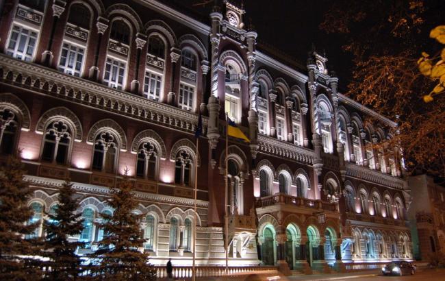 national_bank_of_ukraine_at_night_64_650x410