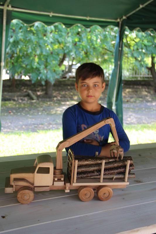 Екологічні іграшки мешканця Хустщини – стародавнє ремесло, яке знов ожило
