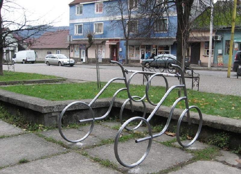 У Перечині з'явилися перші велопарковки