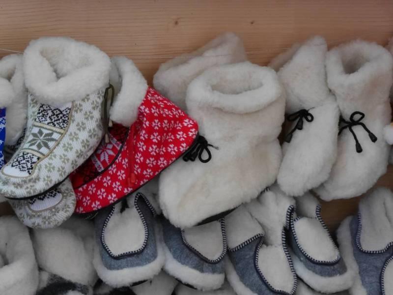 Новорічно-різдвяний ярмарок уже розпочався в Ужгороді на набережній Незалежності і триватиме до 10 січня 2018 року. ФОТО