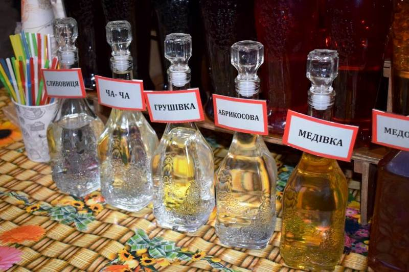 Перший Міжнародний гастрономічний і колядницький фестиваль «Василля» в Ужгороді вже приймає гостей. ФОТО