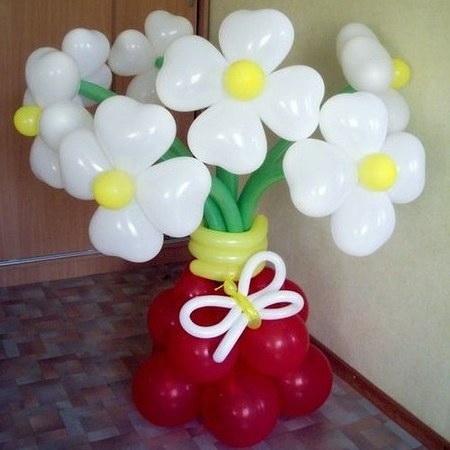 Креативна хустянка створює з повітряних кульок диво-вироби