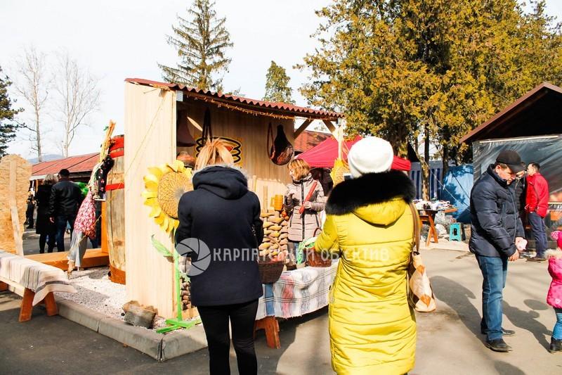 У Мукачеві традиційно ласують млинцями. ФОТО