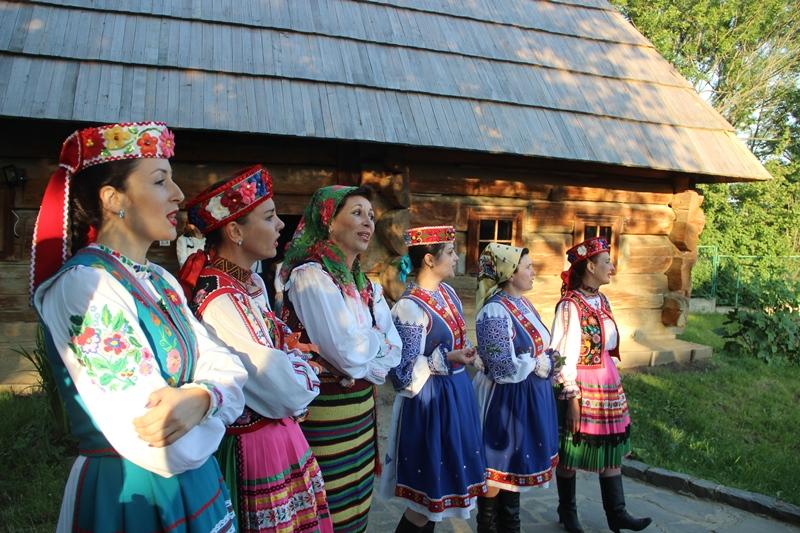 В Ужгородському скансені відгуляли гучне весілля. ФОТО