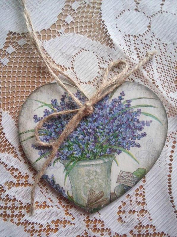 «Краса в простоті» – девіз ужгородської майстрині декупажу