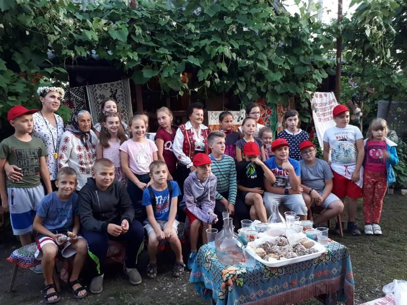 Бабка Павліна із Хустщини про свій музей, весільні «переставанки» та любов до дітей і рідного краю