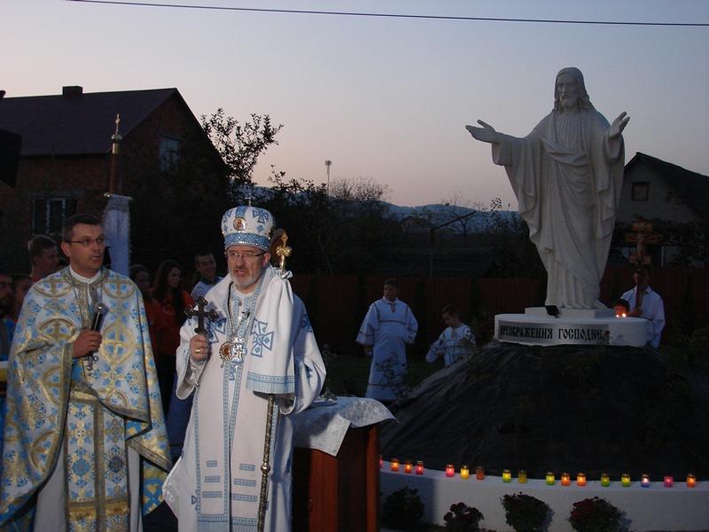 У Хусті з`явилося нове духовне місце – скверик зі статуєю Ісуса Христа Преображеного