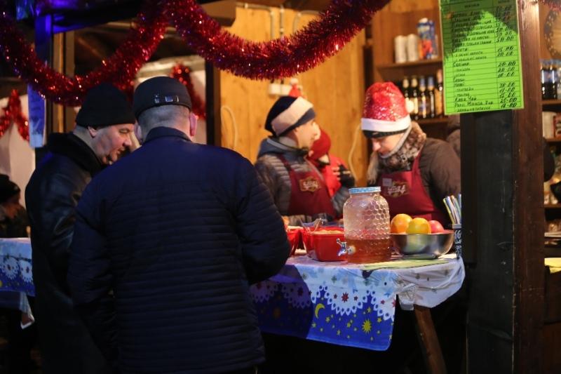 У Мукачеві урочисто відкрили фестиваль вина «Червене вино»