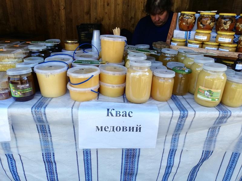 Медове свято та парад рудих: В Мукачеві  пройшов черговий осінній фест. Фото