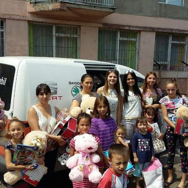 Закарпатська волонтерка піклується про дітей з дитбудинків та малозабезпечених сімей. ФОТО