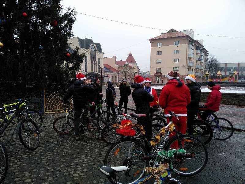 """""""Santa Bike Fest"""": незмінна новорічно-різдвяна традиція активних хустян. Фото"""
