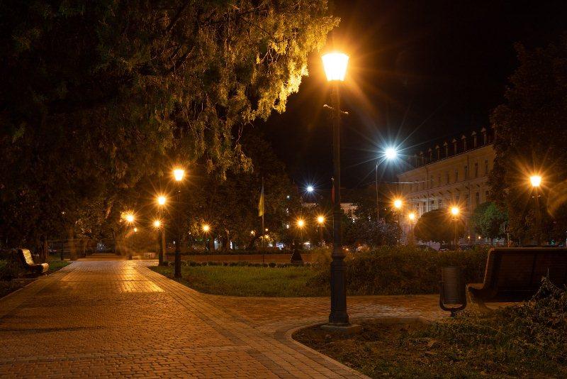 На площі Шандора Петефі в Ужгороді оновили освітлення (ФОТО), фото-2