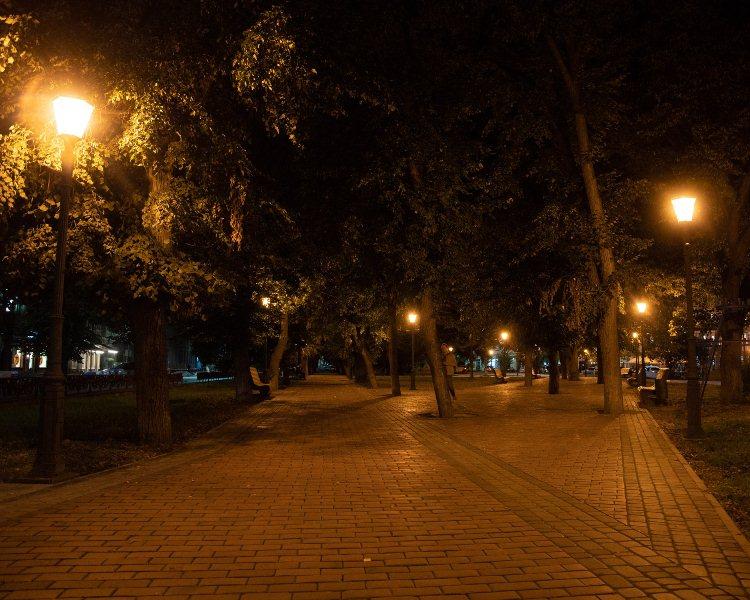 На площі Шандора Петефі в Ужгороді оновили освітлення (ФОТО), фото-5